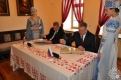 Гостиная галереи. 2 апреля 2014 года во время подписания Соглашения о сотрудничестве между Оршей и Кардымово. Н.В.Лисовский (слева) и О.В.Иванов (справа)
